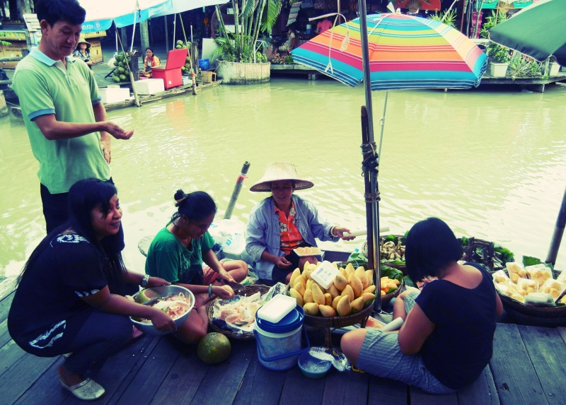 Thai vendors at Pattaya Floating Market hanging out